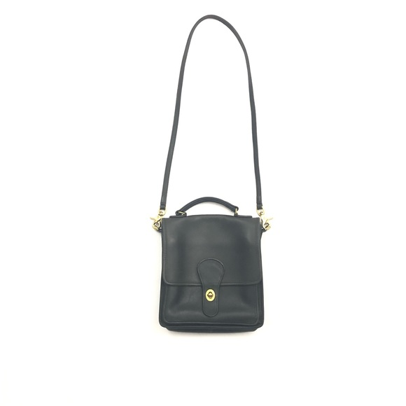 Coach Handbags - Vintage Coach Leather Willis Station Crossbody